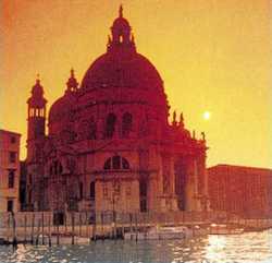 Rogo a Venezia vicini alla Basilica della Salute