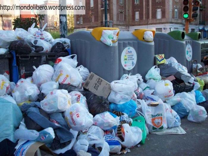 Pianopoli, arrivano altri 15 camion di rifiuti provenienti dalla Campania