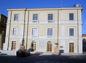 Elezioni Gioia Tauro, novità e tradizione in 5 candidati Cinque aspiranti alla carica di sindaco, 251 candidati al consiglio comunale distribuiti in 18 liste