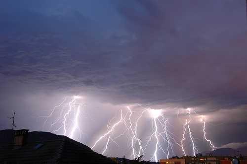 Maltempo: forte temporale a Reggio, strade allagate