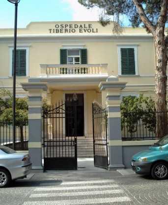 Ospedale Melito, rinviata la chiusura del punto nascita