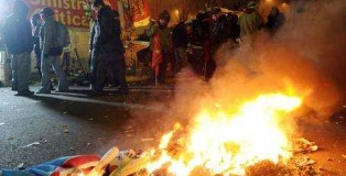 mirafiori_bruciate_bandiere
