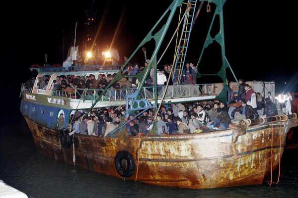 Crotone, nuovo sbarco di immigrati altri 52