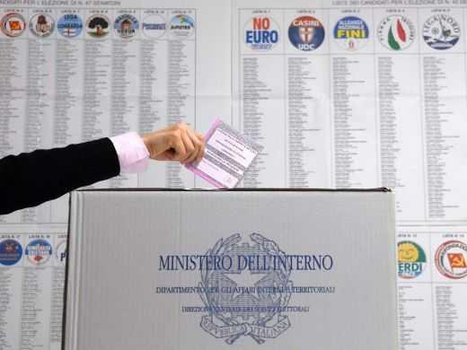 Riaperti i seggi, votazioni fino alle 15