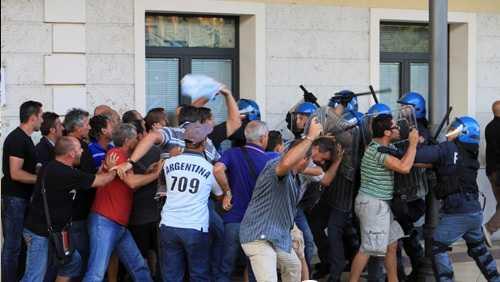 Manifestazione di protesta dei lavoratori Lirosi, il Coisp replica all'Usb