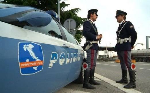 """Incidente in galleria sulla """"A/2 Mediterranea"""", due feriti Il conducente ha perso il controllo dell'auto che è andata a sbattere contro un new-jersey di cemento"""