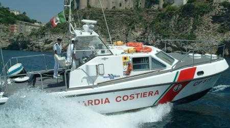 Gommone in avaria, soccorso da Guardia Costiera Gioia Tauro A bordo presenti quattro persone tra cui due bambini