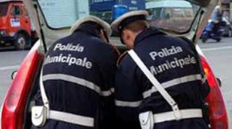 Frasi offensive all'operato della Polizia Locale su Facebook Un uomo è stato denunciato alla Procura della Repubblica