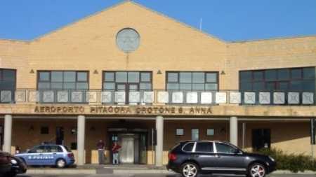 """Aeroporto Crotone, la denuncia dell'Usb """"Dove stazionano i vigili del fuoco la cloaca più assoluta nel disinteresse generale"""""""