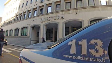 Reggio, la polizia arresta tre scafisti Guidavano l'imbarcazione sulla quale viaggiavano 326 dei 371 migranti sbarcati al porto di Reggio Calabria nel pomeriggio di lunedì