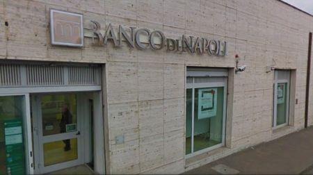 Taurianova, rapina al Banco di Napoli Due giovani di circa 20 anni hanno minacciato i dipendenti della banca con dell'esplosivo