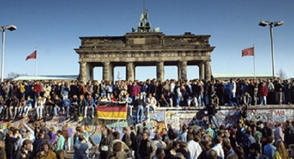 Berlino celebra i 25 anni della caduta del muro approdonews - Berlino porta di brandeburgo ...