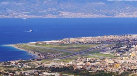 """Reggio, Falcomatà: """"Vigiliamo su trattativa con Alitalia"""" """"La città si unisca e difenda il suo aeroporto"""""""