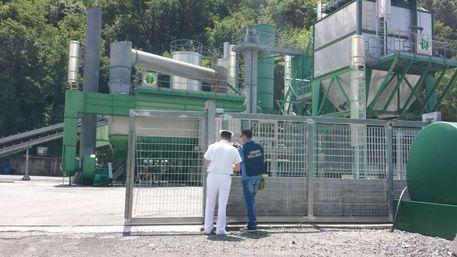 Sequestrata azienda bitumi nel cosentino Operazione di Carabinieri e Guardia costiera, materiale ferroso vicino fiume