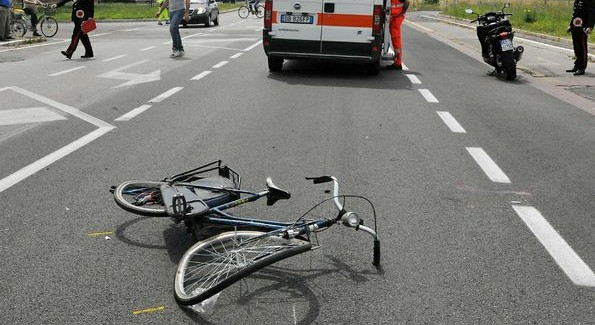 Ciclista investito sulla statale 18, ricoverato in prognosi riservata Per cause in corso di accertamento la bicicletta è stata travolta da un'autovettura in transito. Avviate le verifiche da parte della polizia stradale