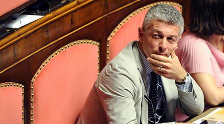 Firme nei meetup per espellere Nicola Morra Gli attivisti calabresi (M5S) lo segnalano ai probiviri su Rousseau