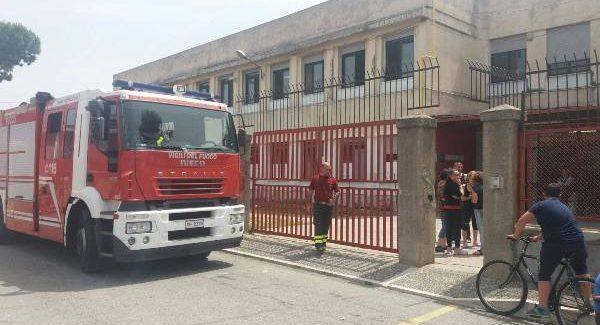 Gioia Tauro, crolla l'intonaco del soffitto di una scuola: quattro feriti Quattro studenti sono rimasti lievemente feriti a seguito del crollo dell'intonaco del soffitto di un'aula della scuola media Campanella
