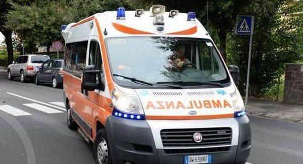 Calabria, 35enne affetto da disturbi mentali tira un pugno in faccia al padre nel sonno L'uomo è ricoverato in gravi condizioni. Accertamenti del caso da parte dei Carabinieri