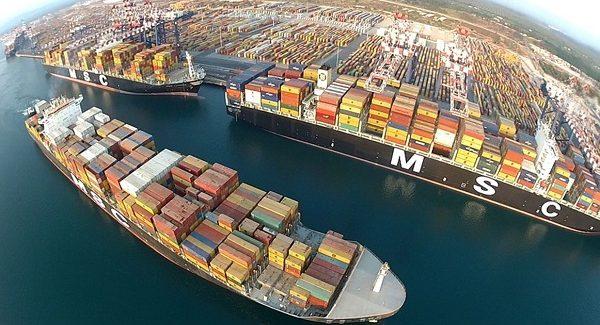Incidente sul lavoro al porto di Gioia Tauro, ferito operaio L'uomo è rimasto incastrato tra una gru e alcuni cassonetti che vengono posizionati sulle banchine durante le operazioni di trasbordo
