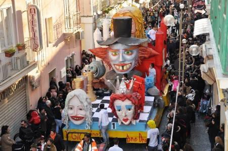 Il tradizionale Carnevale in Calabria Durante questa festa è usanza bruciare il Re Carnevale