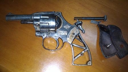 Ricettazione armi clandestine, Carabinieri arrestano 58enne Il piccolo arsenale è stato posto sotto sequestro
