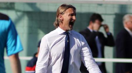 Crotone, l'allenatore Davide Nicola si è dimesso Scelta dopo sconfitta con Udinese, incomprensioni con dirigenti