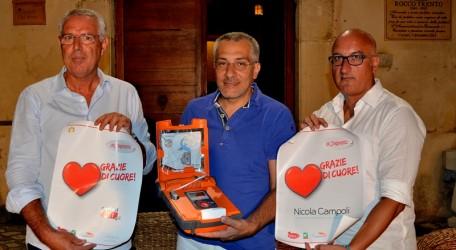 """Nicola Campoli omaggia Cariati di un defibrillatore Il sindaco Filomena Greco: """"Un gesto molto generoso"""""""