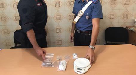 Arresto Carabinieri per detenzione illecita stupefacenti Il materiale rinvenuto nel corso di una perquisizione domiciliare e veicolare è stato sequestrato