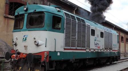 Treno deraglia in Calabria, ferito il macchinista Incidente ferroviario causato probabilmente dal cedimento delle rotaie