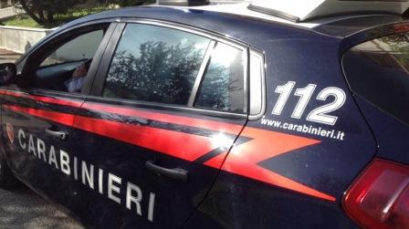 Calabria, punta pistola contro alcuni passanti: arrestato Il 42enne, pluripregiudicato con problemi di droga, è stato fermato dopo un inseguimento con i Carabinieri