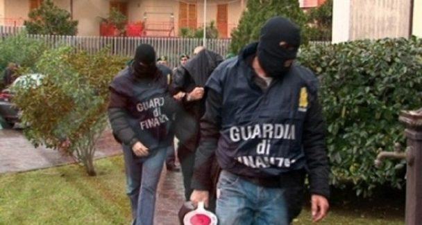 Maxi operazione droga: molti reggini in manette La Guardia di Finanza ha sgominato un'organizzazione criminale molto radicata. Diciannove persone arrestate tra Calabria, Sicilia e Campania - I NOMI DELLE PERSONE COINVOLTE
