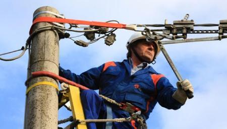 Potenziata la rete elettrica del centro urbano di Rosarno L'intervento, costato circa 50 mila euro, migliorerà la qualità e l'affidabilità del servizio elettrico ai circa 4700 presenti nell'area