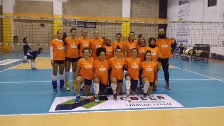 Le atlete della Cofer Lamezia aderiscono all'iniziativa del Soroptimist club Indossando in campo la maglia arancione contro la violenza sulle donne