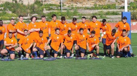 Viola e Amatori rugby Napoli, un messaggio di sport! I giovani atleti dell'Amatori Rugby Napoli hanno indossato le t-shirt omaggiate dalla Viola Reggio Calabria per testimoniare l'unione
