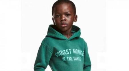 """Razzismo, pubblicità H & M scatena polemiche Il sito ritrae un bambino nero che indossa una felpa venduta dal brand con lo slogan """"La scimmia più bella della giungla"""""""