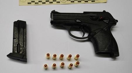 Colpi pistola perché disturbato da schiamazzi: arrestato Un uomo di 50 anni dovrà rispondere di tentato omicidio, porto abusivo di arma da fuoco, spari in luogo pubblico e danneggiamento aggravato