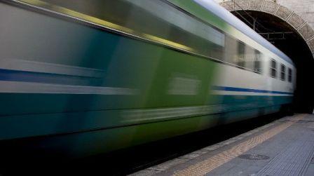 dc656eab32931 Tragedia ferroviaria nel Cosentino, muore una donna Travolta e uccisa da un  regionale diretto a Cosenza