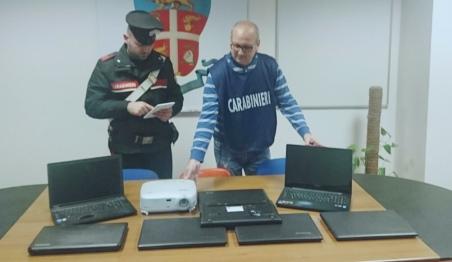 Rinvenuti pc e materiale multimediale rubato scuole Denunciati due romeni e due minorenni italiani a Corigliano Calabro