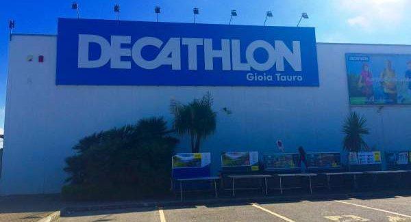 """Tentato furto """"Decathlon"""" di Gioia, arrestata 41enne La donna, residente a Taurianova, ha sottratto dal negozio abbigliamento e calzature per un valore di circa 150 euro"""