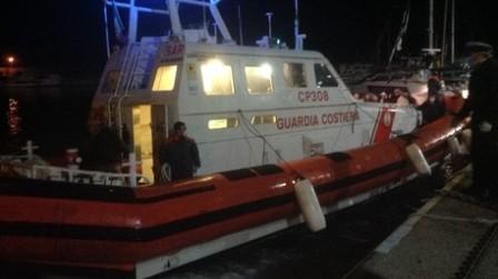Soccorsi 49 migranti in mare: trasportati nel reggino Viaggiavano su un'imbarcazione di legno. Le operazioni di accoglienza sono state coordinate dalla Prefettura di Reggio Calabria