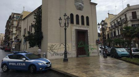 Reggio, imbrattato portone Chiesa di Piazza Carmine La Polizia di Stato ha denunciato un 28enne