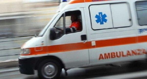 Incidente tra San Martino e San Bartolo: feriti padre e figlia La diciassettenne è stata trasferita d'urgenza a Reggio Calabria: è in prognosi riservata