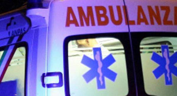 Moto sbatte contro un pullman: in gravi condizioni un 23enne Il giovane ha riportato l'amputazione della gamba, un trauma cranico e altre lesioni