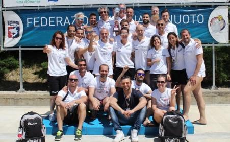 """Terza vittoria consecutiva degli Anzianotti Al Meeting """"Città di Cosenza"""" la Anzianotti Nuoto Master sale sul gradino più alto del podio"""