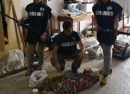 Avviata anche quest'anno l'Operazione Adorno I Carabinieri Forestali hanno denunciato 7 persone e sequestrato un fucile, munizioni e vari uccelli