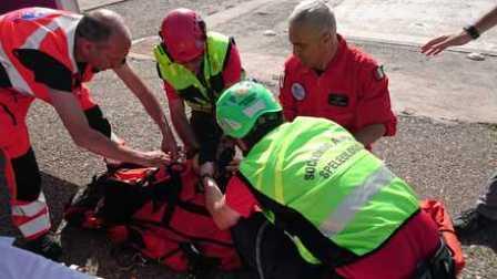 San Luca, cade in un dirupo e si ferisce: soccorsa La donna ha riportato la frattura di tibia e perone