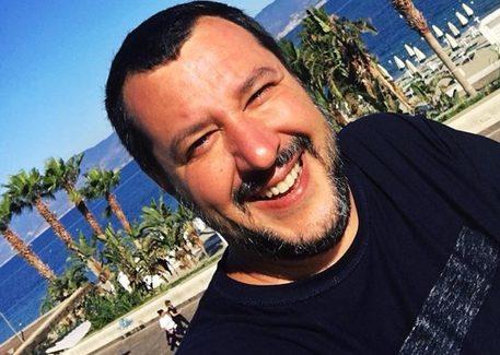 """Salvini a Palmi: """"La 'ndrangheta è una merda, un cancro"""" """"E' cominciata una guerra senza quartiere contro la criminalità organizzata non solo in Calabria ma in tutta Italia perché la 'ndrangheta è una merda, un cancro, che si è allargato a tutta l'Italia"""""""