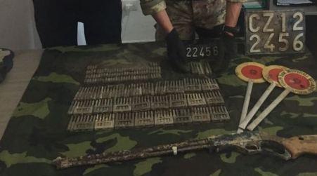 Arma e munizioni in un rifugio entroterra aspromontano Servizio di controllo straordinario del territorio da parte dei Carabinieri