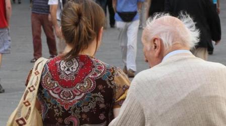 Seduce anziano per rubargli soldi: denunciata 56enne Una donna calabrese dovrà rispondere di circonvenzione di incapace