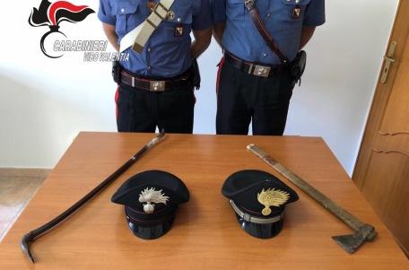 Sorpreso in casa con un piede di porco e un'accetta Ladro d'appartamenti arrestato dai carabinieri di Sant'Onofrio